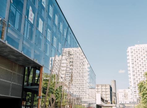 Bâtiments de la ville de Rennes sous le soleil